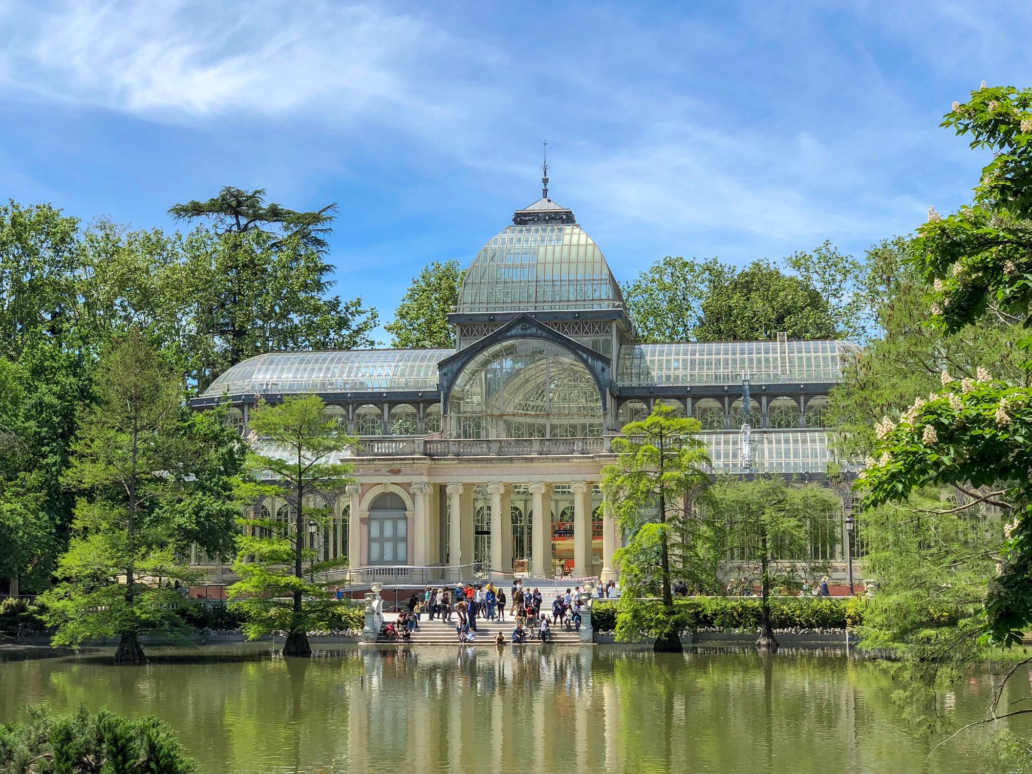 palacio de cristal - madrid spain - el retiro park